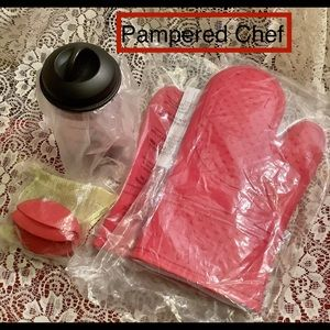 Pampered Chef NEW Silicone mitts grips mixer LOT